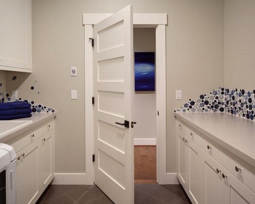 zweizeiliger hauswirtschaftsraum ideen f r waschk che. Black Bedroom Furniture Sets. Home Design Ideas