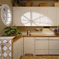 traditional laundry room by Witt Construction