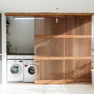 Foto de armario lavadero lineal, contemporáneo, pequeño