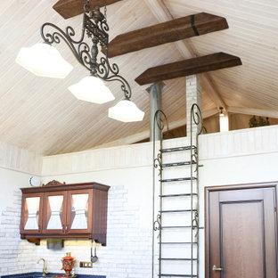 Foto di una grande scala a rampa dritta boho chic con pedata in metallo, parapetto in metallo e pareti in legno