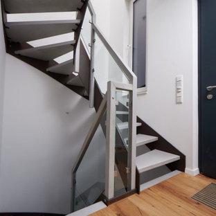 Источник вдохновения для домашнего уюта: лестница в современном стиле