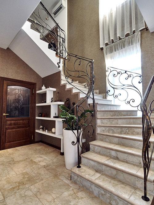 Выдающиеся фото от архитекторов и дизайнеров интерьера: изогнутая лестница в классическом стиле