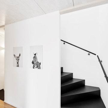 Черная лестница из МДФ
