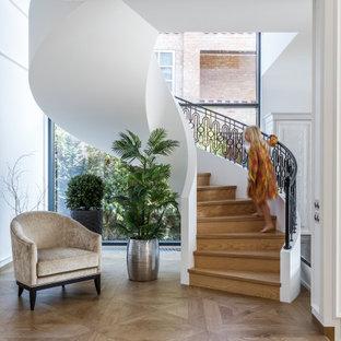 Идея дизайна: лестница в стиле современная классика