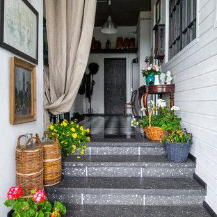Свежая идея для дизайна: прямая лестница в стиле кантри - отличное фото интерьера