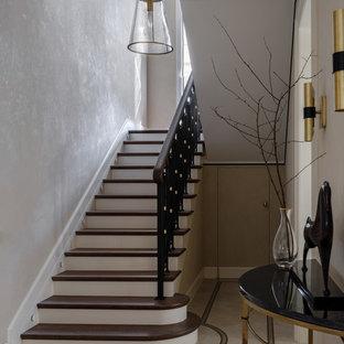 Foto de escalera en U clásica renovada