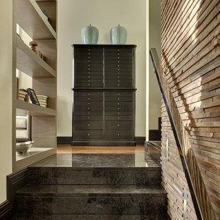 Выдающиеся фото от архитекторов и дизайнеров интерьера: лестница в современном стиле с металлическими перилами