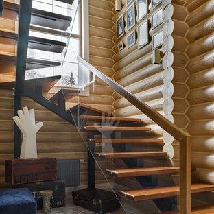 Modelo de escalera en U, de estilo de casa de campo, sin contrahuella, con escalones de madera y barandilla de varios materiales