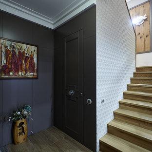 На фото: п-образная лестница среднего размера в современном стиле с деревянными ступенями, деревянными подступенками и перилами из смешанных материалов