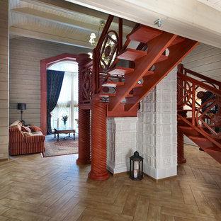 Новый формат декора квартиры: п-образная лестница среднего размера в стиле кантри с деревянными ступенями без подступенок