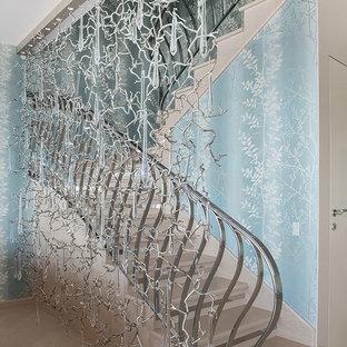 На фото: п-образная лестница в современном стиле с металлическими перилами
