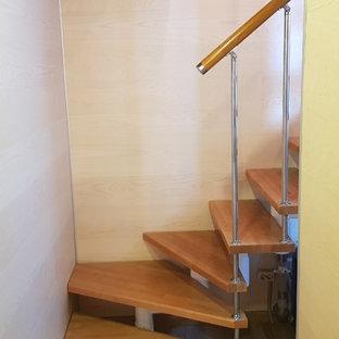 モスクワの北欧スタイルのおしゃれな階段の写真