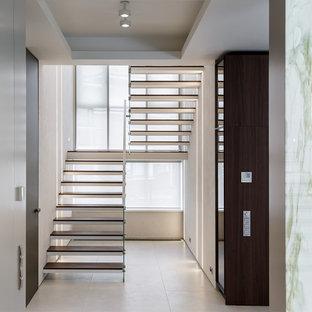 Неиссякаемый источник вдохновения для домашнего уюта: п-образная лестница в современном стиле без подступенок