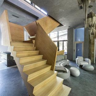 На фото: с высоким бюджетом большие угловые лестницы в современном стиле с деревянными ступенями и деревянными подступенками