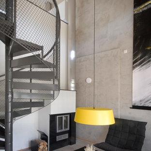 Создайте стильный интерьер: винтовая лестница среднего размера в стиле лофт с металлическими ступенями и металлическими перилами без подступенок - последний тренд