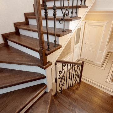 Лестница с гардеробной