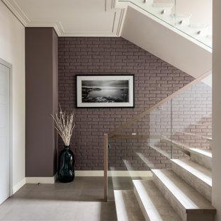 Стильный дизайн: п-образная лестница в современном стиле с перилами из смешанных материалов - последний тренд