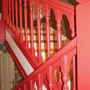 """Foto di una scala a """"U"""" vittoriana di medie dimensioni con pedata in legno, alzata in legno e parapetto in legno"""