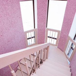 Modelo de escalera suspendida, contemporánea, de tamaño medio, con escalones de madera