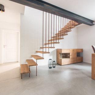 Источник вдохновения для домашнего уюта: прямая лестница в стиле лофт с деревянными ступенями и металлическими перилами без подступенок