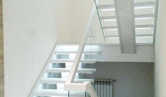 Лестница в стиле лофт со стеклянным ограждением. г. Семей