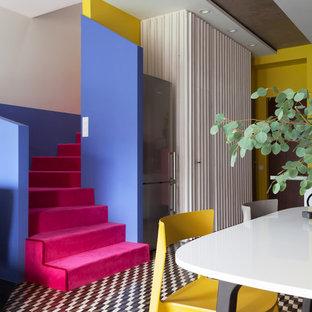 Удачное сочетание для дизайна помещения: угловая лестница в стиле фьюжн с ступенями с ковровым покрытием и ковровыми подступенками - самое интересное для вас