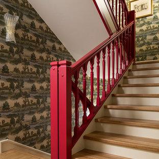Создайте стильный интерьер: п-образная лестница в стиле фьюжн с деревянными ступенями - последний тренд