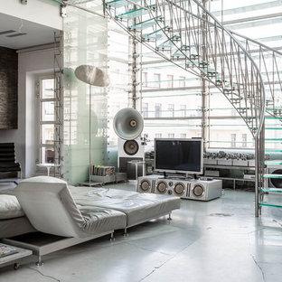 Inspiration för moderna svängda trappor i glas, med öppna sättsteg och räcke i metall