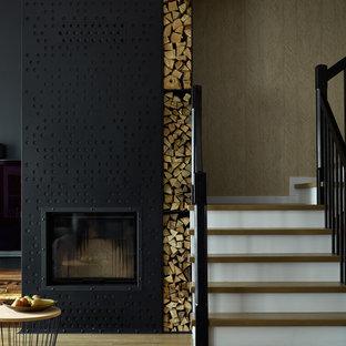 """Idee per una scala a """"U"""" contemporanea di medie dimensioni con pedata in legno, alzata in legno e parapetto in legno"""