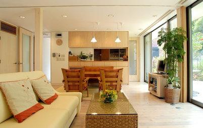 Houzzツアー:海と緑を眺めて暮らす、高台に置かれた木箱のような2世帯住宅