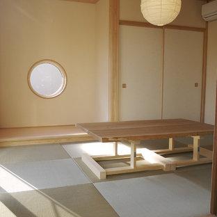 他の地域の中サイズのアジアンスタイルのおしゃれな独立型リビング (フォーマル、白い壁、オレンジの床、畳) の写真