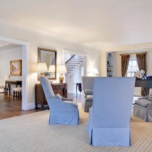 Esempio di un grande soggiorno chic chiuso con sala della musica, pareti beige, pavimento in legno massello medio, nessuna TV e pavimento marrone