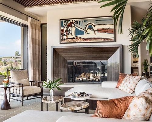Wohnidee Für Große, Repräsentative, Fernseherlose, Offene Tropenstil  Wohnzimmer Mit Beiger Wandfarbe, Keramikboden