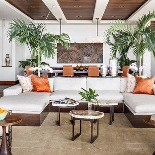 Idéer för stora tropiska allrum med öppen planlösning, med ett finrum, beige väggar, klinkergolv i keramik, en standard öppen spis och en spiselkrans i sten