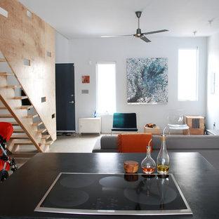 Offenes Modernes Wohnzimmer mit freistehendem TV in Philadelphia