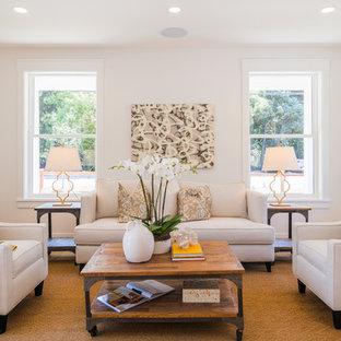 Foto di un grande soggiorno classico aperto con pareti bianche, pavimento in legno massello medio, sala formale, nessun camino, nessuna TV e pavimento marrone