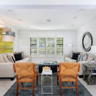Esempio di un soggiorno tradizionale di medie dimensioni e chiuso con sala formale, pareti bianche, pavimento con piastrelle in ceramica, nessun camino, nessuna TV e pavimento turchese