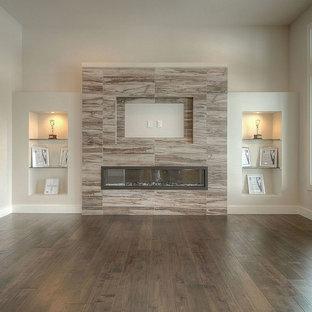 Immagine di un soggiorno minimalista di medie dimensioni e aperto con pareti grigie, pavimento in vinile, camino lineare Ribbon, cornice del camino piastrellata e TV a parete