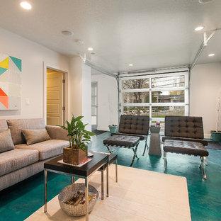 Cette image montre un salon design avec un mur beige et un sol turquoise.