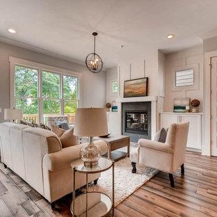 Immagine di un soggiorno chic di medie dimensioni e chiuso con sala formale, pareti grigie, pavimento in bambù, nessuna TV e pavimento marrone