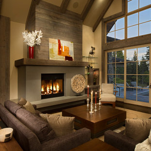 Esempio di un soggiorno rustico con pareti beige, parquet scuro, camino classico e nessuna TV