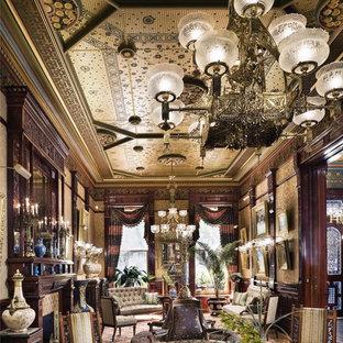 ニューヨークの大きいトラディショナルスタイルのおしゃれな独立型リビング (フォーマル、マルチカラーの壁、標準型暖炉、タイルの暖炉まわり、テレビなし) の写真