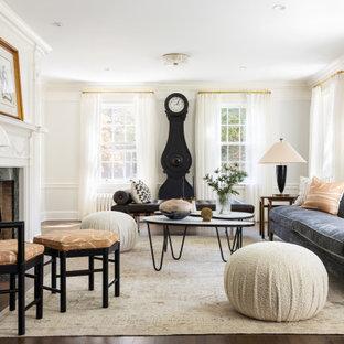 Fernseherloses, Abgetrenntes Klassisches Musikzimmer mit weißer Wandfarbe, dunklem Holzboden, Kamin, Kaminumrandung aus Stein, braunem Boden und Wandpaneelen in New York