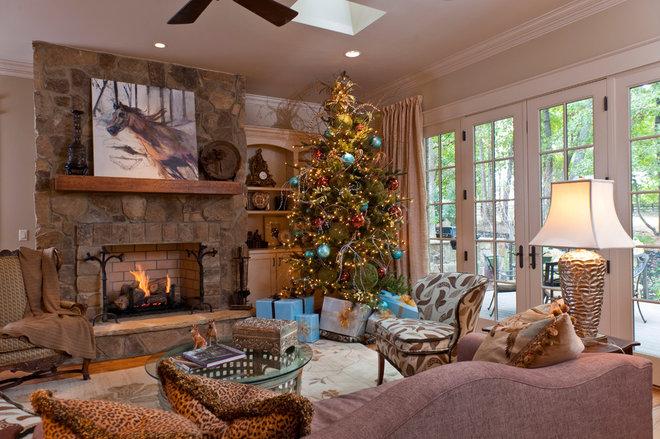 Traditional Living Room by Dillard-Jones Builders, LLC