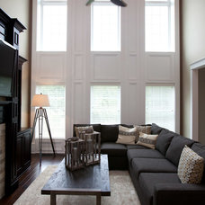 Traditional Living Room by Homes By Alan Bosma