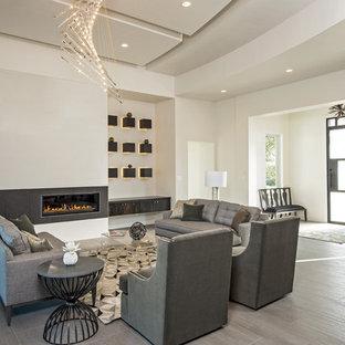 Immagine di un ampio soggiorno design aperto con pareti bianche, pavimento in gres porcellanato, camino lineare Ribbon, cornice del camino piastrellata, nessuna TV e sala formale