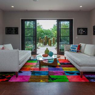 Foto de salón abierto, actual, grande, con paredes beige y televisor colgado en la pared