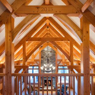 Idee per un soggiorno stile rurale di medie dimensioni e aperto con sala formale, pareti bianche, pavimento in legno massello medio, camino classico, cornice del camino in pietra e nessuna TV