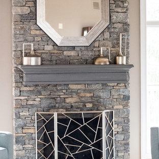 Imagen de salón abierto, clásico renovado, grande, con paredes grises, suelo de madera en tonos medios, chimenea tradicional, marco de chimenea de piedra, televisor independiente y suelo naranja