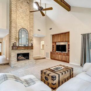 ヒューストンの大きいコンテンポラリースタイルのおしゃれなLDK (ベージュの壁、カーペット敷き、標準型暖炉、レンガの暖炉まわり、ベージュの床) の写真